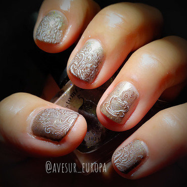Hot Chocolate nail art by Avesur Europa