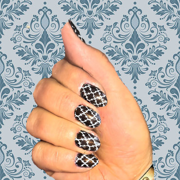 Damask Arabesque nail art by FRANCESCA SPORTELLA