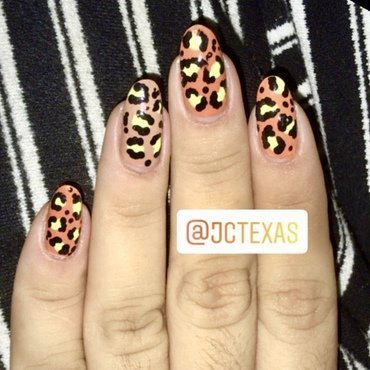 Modern Animal Print nail art by Juliana  Bräsil