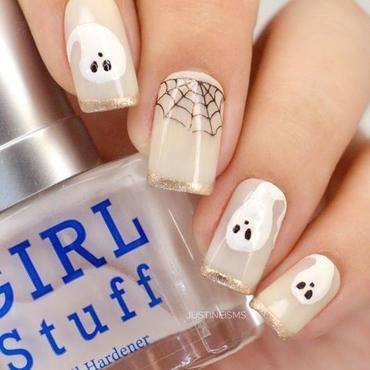 Swooshy Ghost nail art by ℐustine
