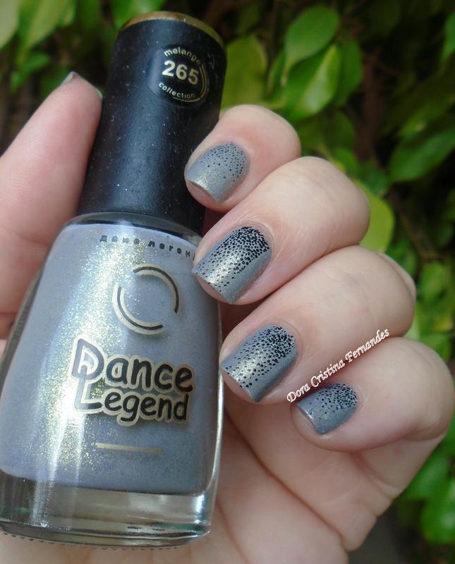 DESAFIO - Marca com letras do seu nome : LETRA D nail art by Dora Cristina Fernandes