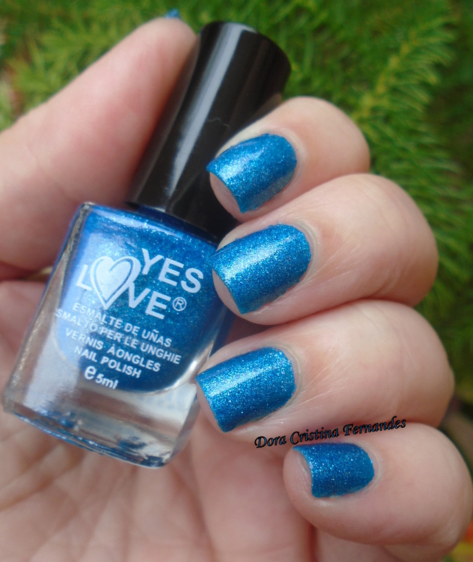 Yes Love E10 Swatch by Dora Cristina Fernandes