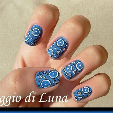 Concentric circles on textured blue nail art by Tanja
