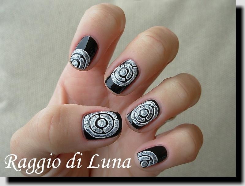Labyrinth nail art by Tanja