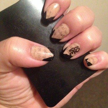 Love to read nail art by Valeska Escobar