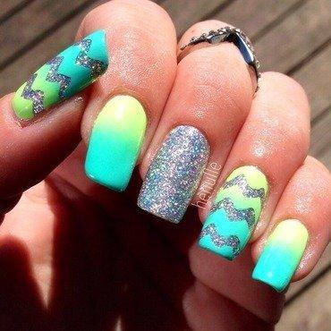 Holo chevron gradient nail art by Henulle