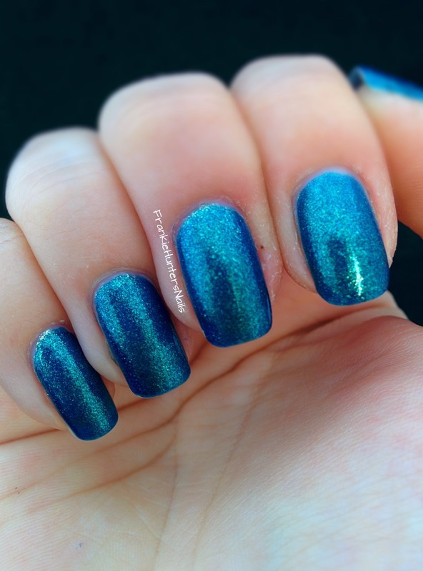 KIKO Make up Milano 530 Pearly Blue Peacock Swatch by Franziska FrankieHuntersNails