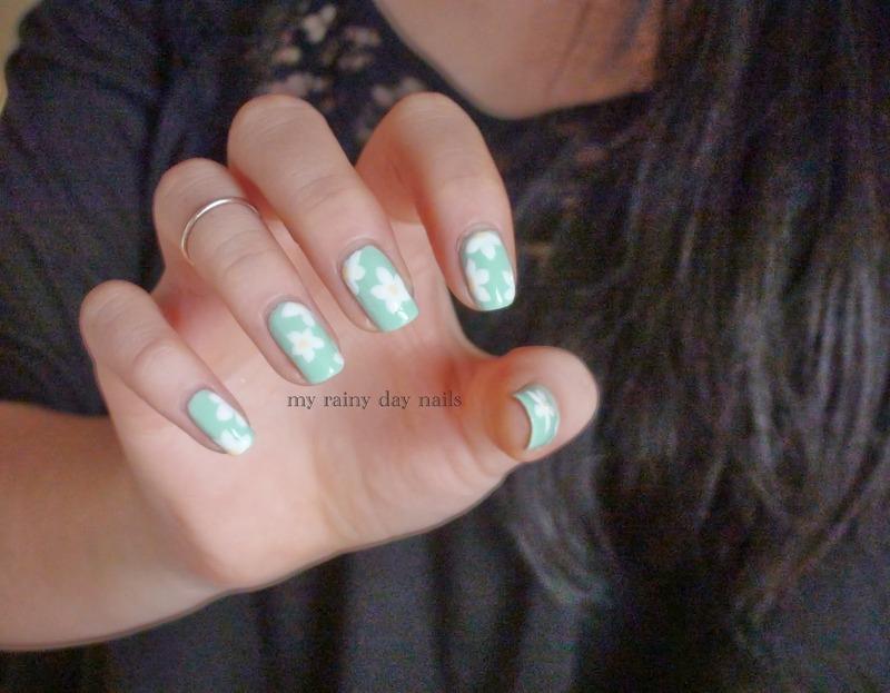 Daisies On Mint nail art by Nova Qi (My Rainy Day Nails)