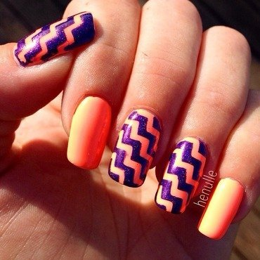 Neon with chevrons and holo nail art by Henulle