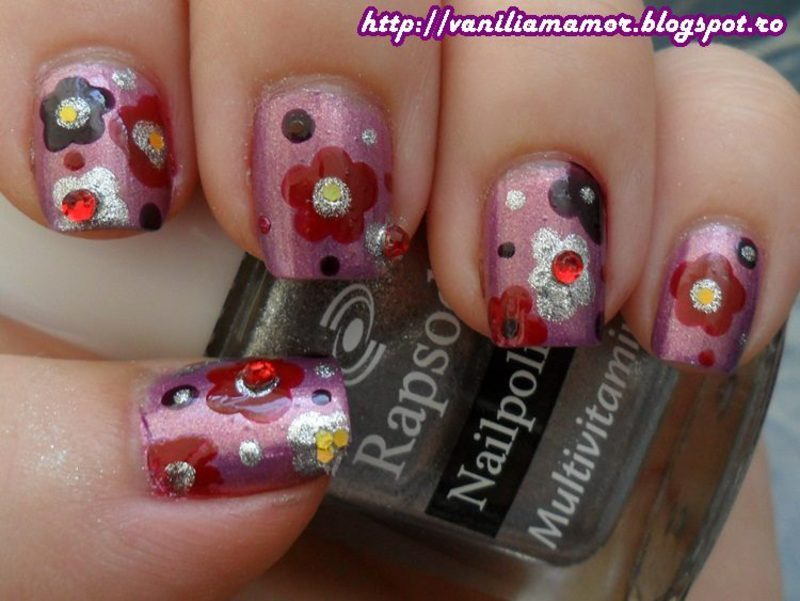 Bling-bling flowers nail art by Isabella