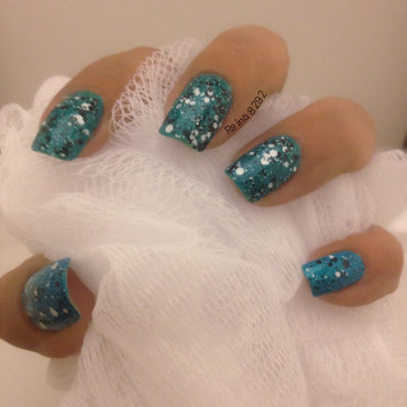 Speckled Mani nail art by Reina