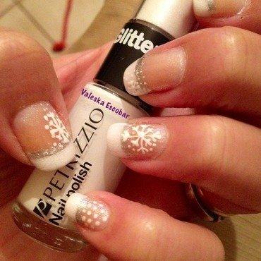 Snowflake  nail art by Valeska Escobar